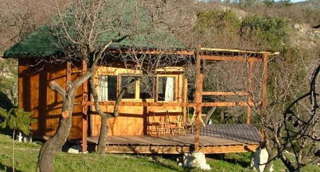 casita-de-madera-desde-fuera-baja